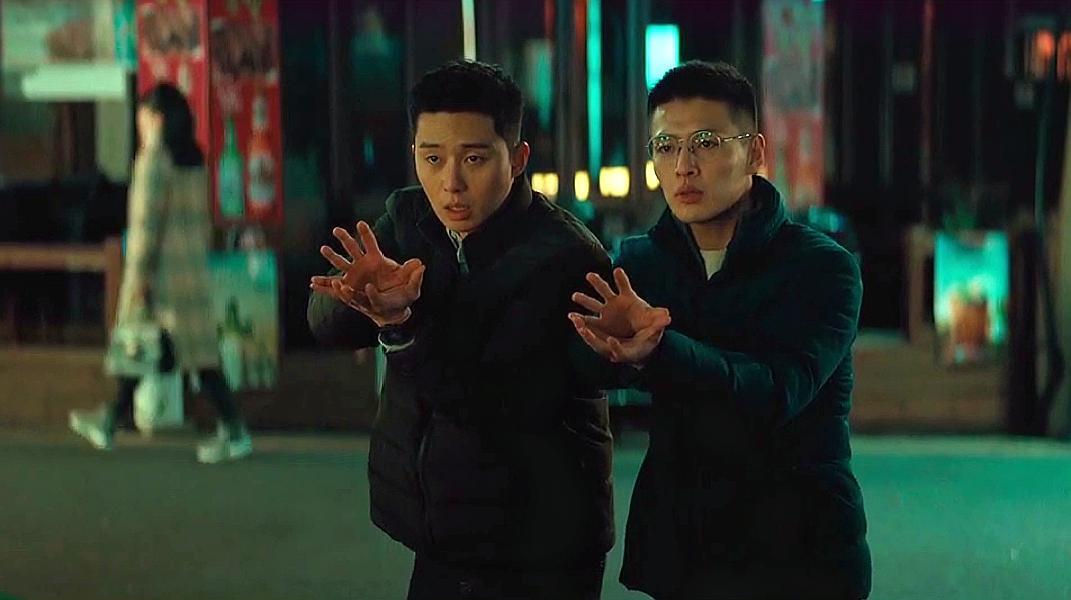 韩国喜剧片《青年警察》,这才是警察本色,试问谁的青春不疯狂!