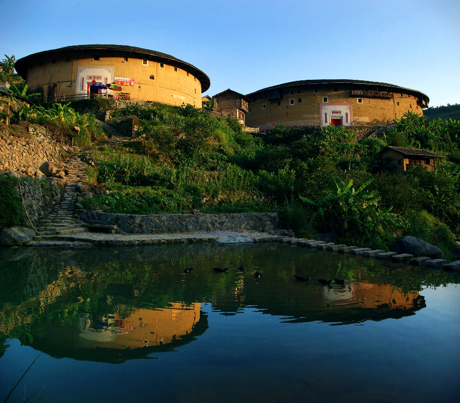 除了龍巖福建土樓永定景區,運城鸛雀樓景區,規模很大的知名旅游休閑