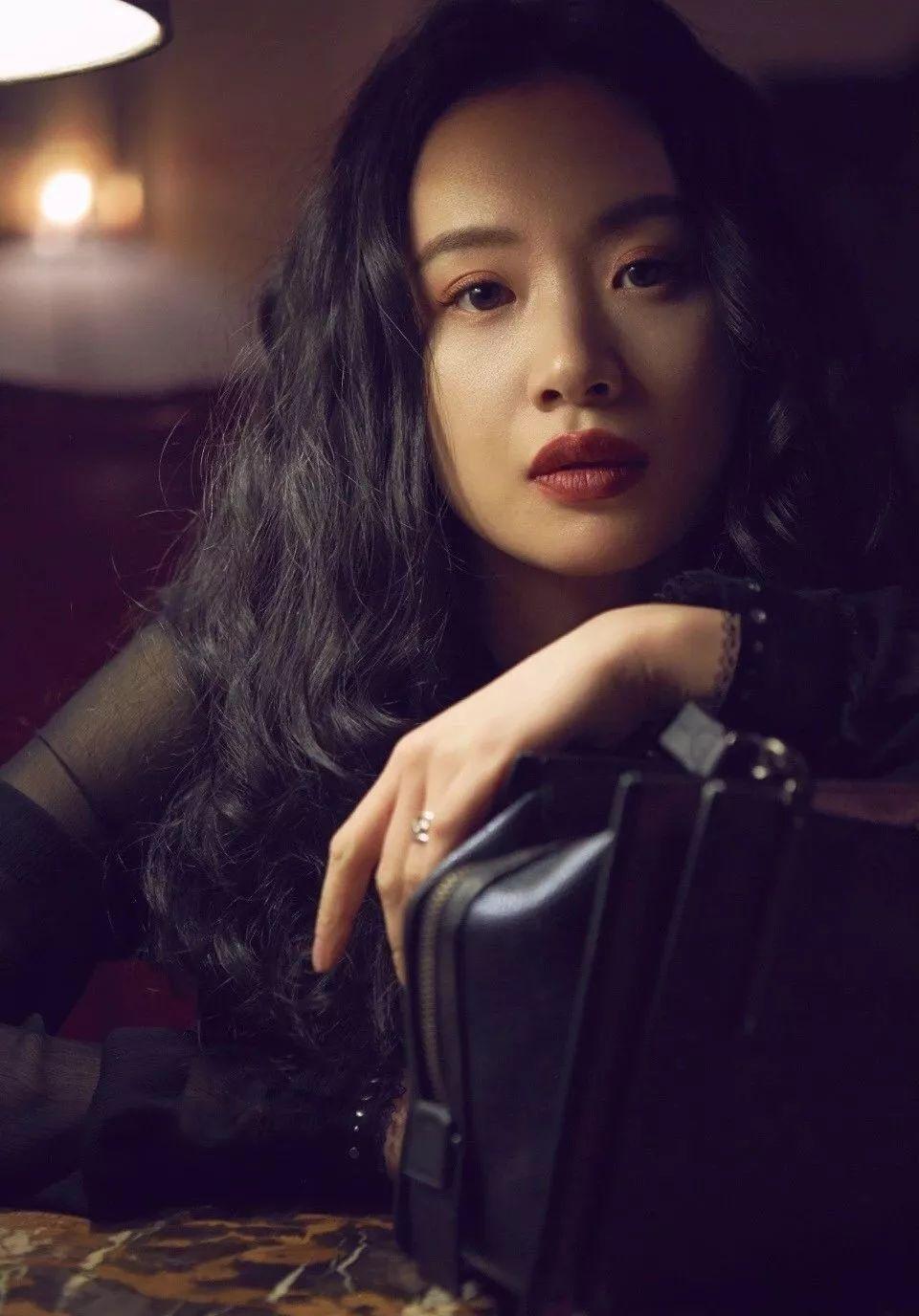 李梦前两天也换了这个暴力,瞬间有了a暴力魅力的女人发型,有着老上海滩v暴力喉性感深美女图片