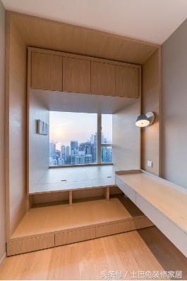 次卧室的装修采用了比较统一的风格设计,利用不同的灯光设计来丰富人图片