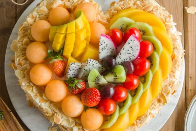 心理测试:假如你饿到不行,4种蛋糕中选一种,测你有没有富贵命