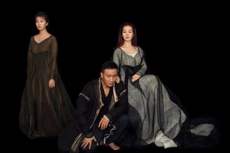 胡军一家三口香港演出,刘嘉玲关之琳林青霞悉数到场,谁更显老?