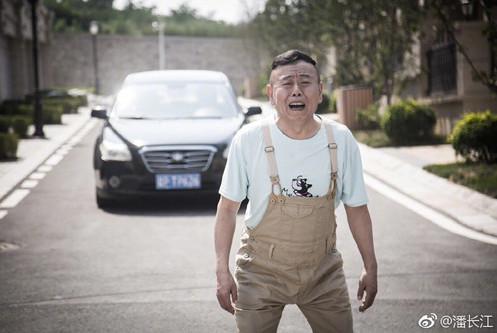 潘长江因为不认识蔡徐坤遭到粉丝攻击,坦言称:不认识他我有错吗
