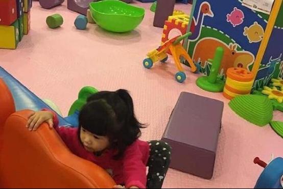 带你看陈晓东的豪宅:在家设计一个儿童乐园,健身房铺满高档地板