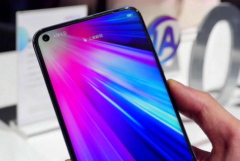 这可能是华为去年宣传最多的手机了,它是nova4上代产品