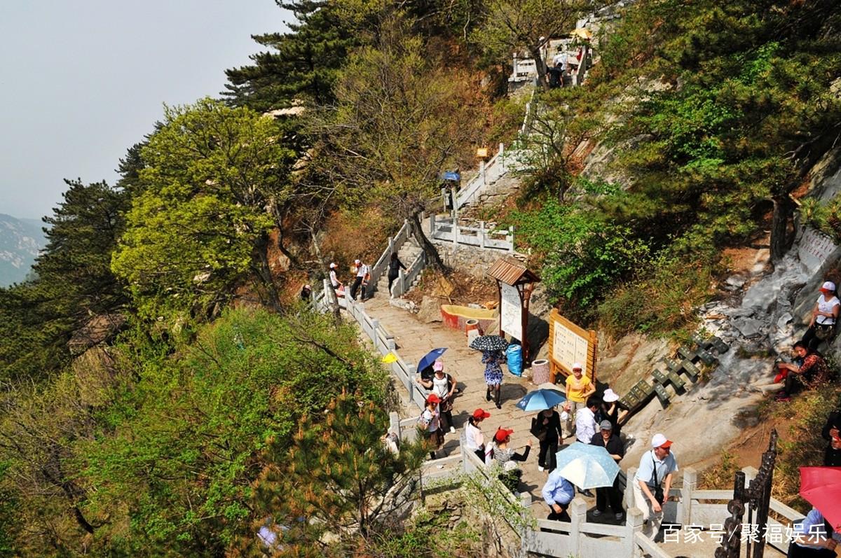 风景区位于麻东的龟山乡境内,距市区25公里,由龟头,龟腰,龟尾等9座