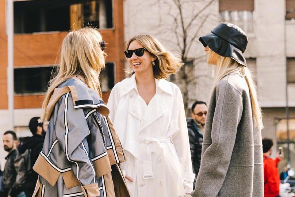看腻了巴黎时装周秀场内的时尚 那就看看秀场外的潮流