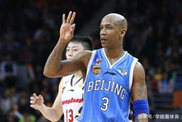 差距!上海外援来中国一年就学中文,马布里在中国9年仍不会中文
