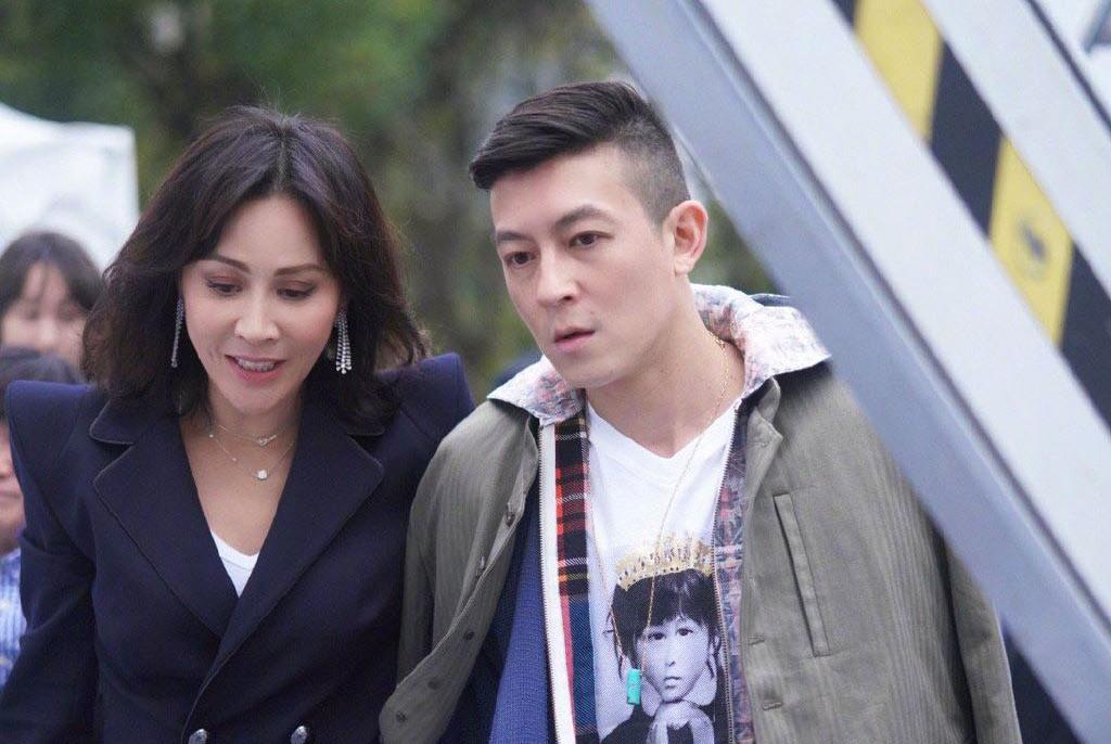 """陈冠希与刘嘉玲亲密搂肩合影,尊称她是""""时尚导师"""""""