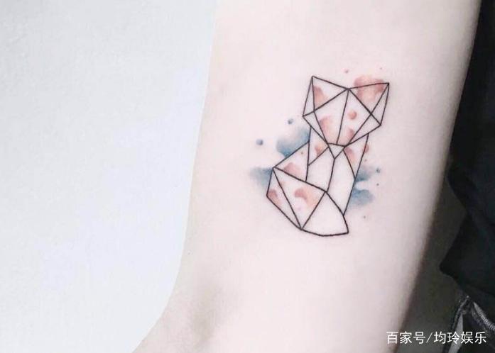 九大星座专属纹身:天蝎座是小燕子,摩羯座是猫咪图片