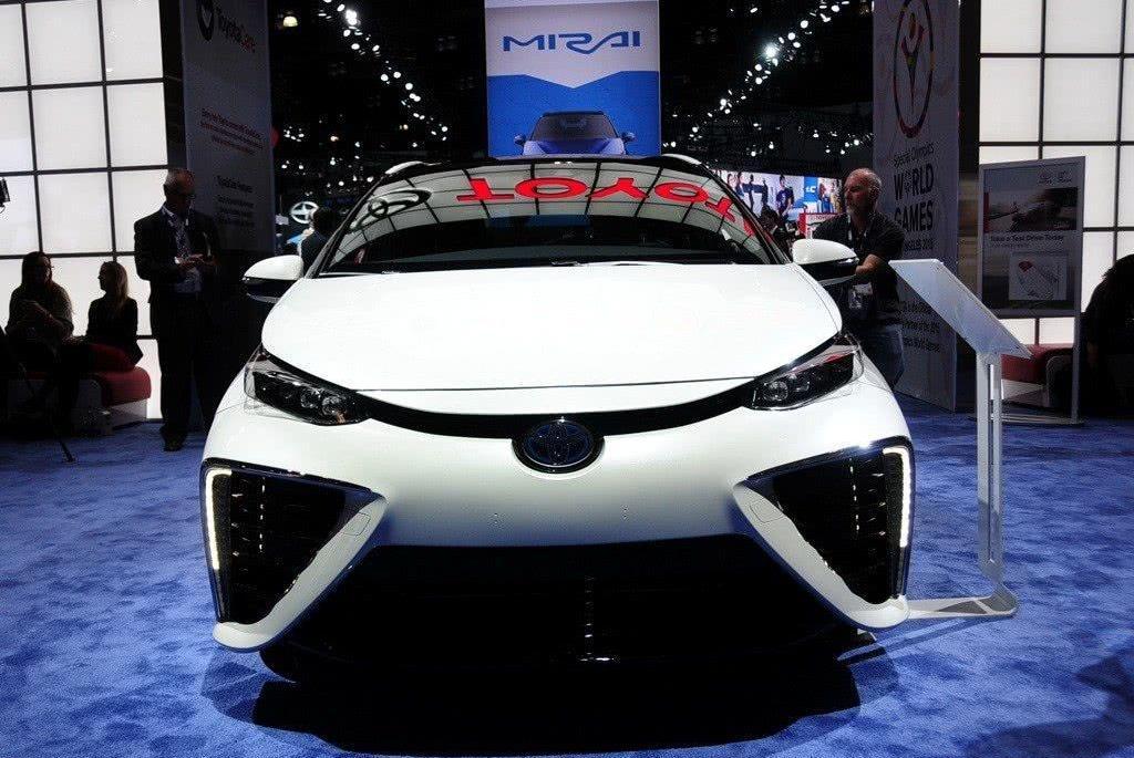 丰田这下可以出名了,新车不烧油不耗电,妥妥被抢疯的节奏