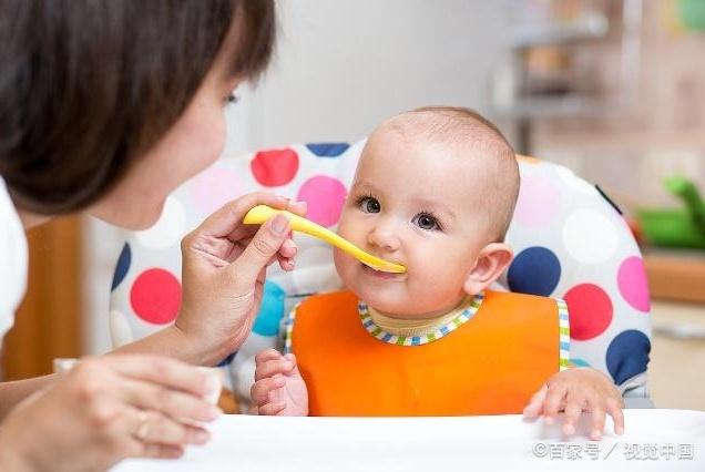 添辅食只为填饱肚子?那可白喂了!巧喂辅食让宝宝掌握5种技能