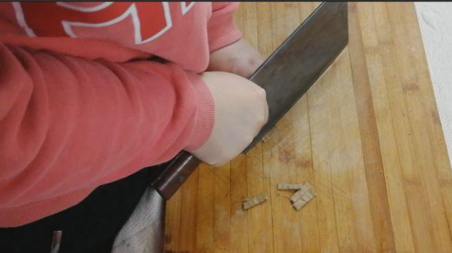 20年磨刀老师傅的秘密,不出门30秒让你家菜刀削纸如泥