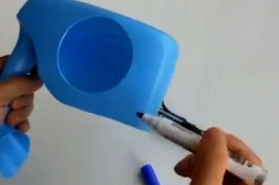 1个洗衣液瓶子,剪下2个圆,放在卫生间,谁看见都想做一个