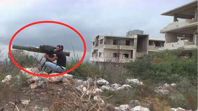 叙利亚战争:叛军反坦克导弹攻击政府军阵地,导弹击中画面好可怕