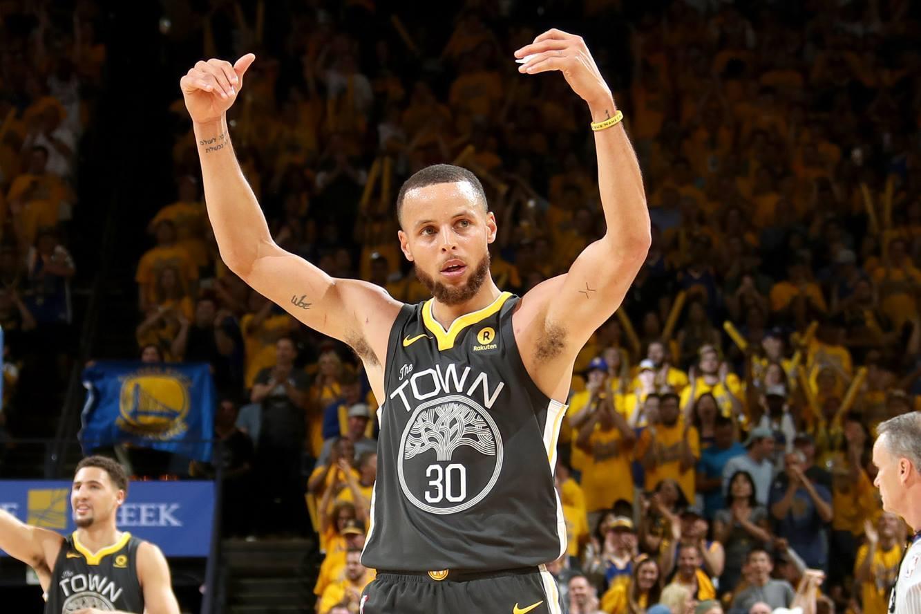 詹姆斯走步集锦_昨天看了NBA骑士队的精彩回放发现詹姆斯的螃蟹步上篮似乎有 ...