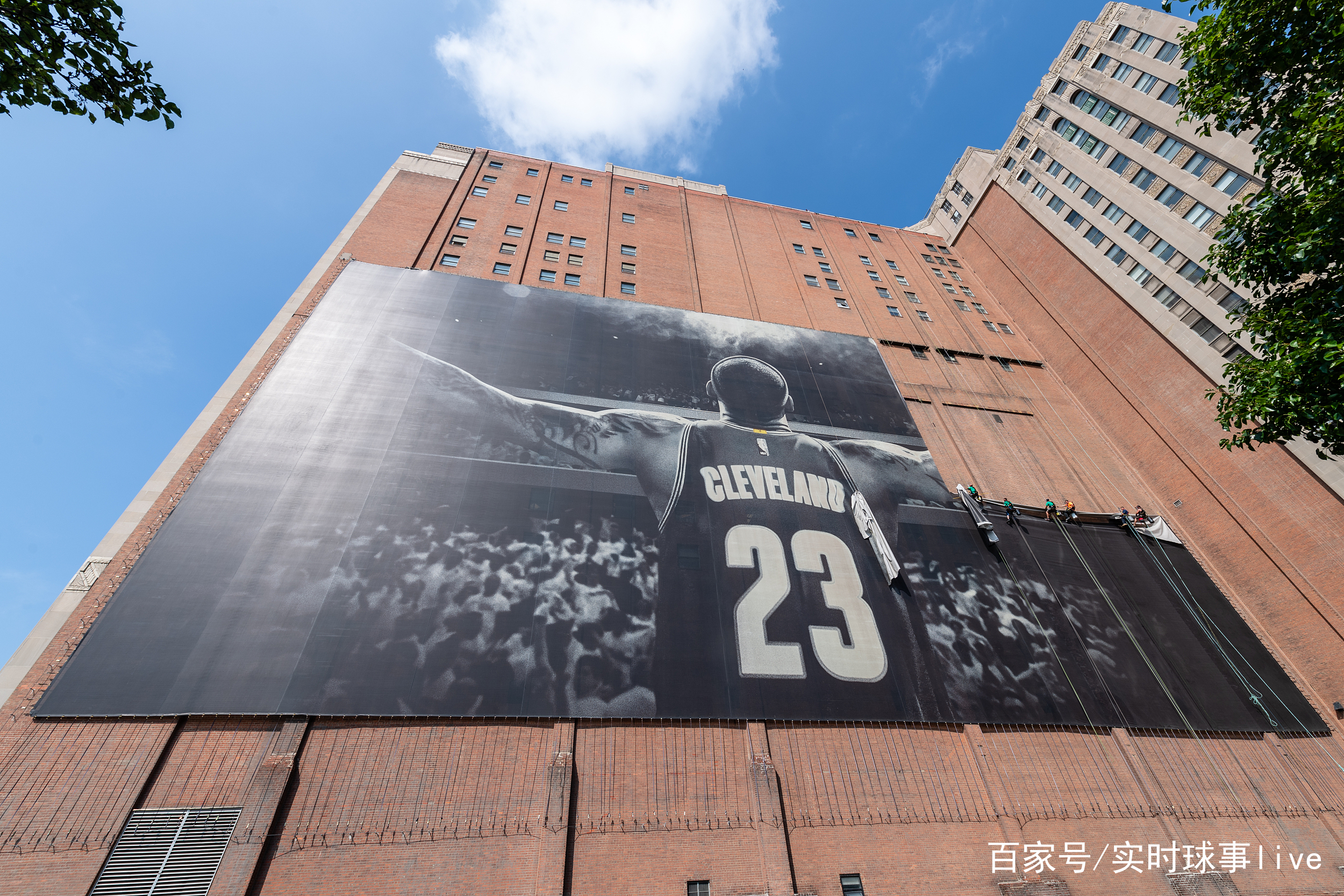 克利夫兰拆除詹姆斯巨幅城市海报 骑士詹皇