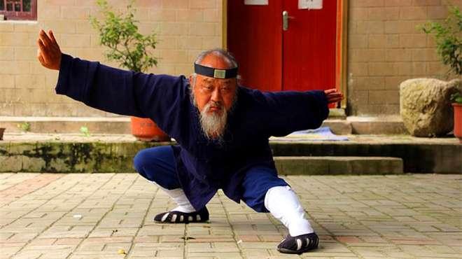 他痴迷武术,一练就是60年