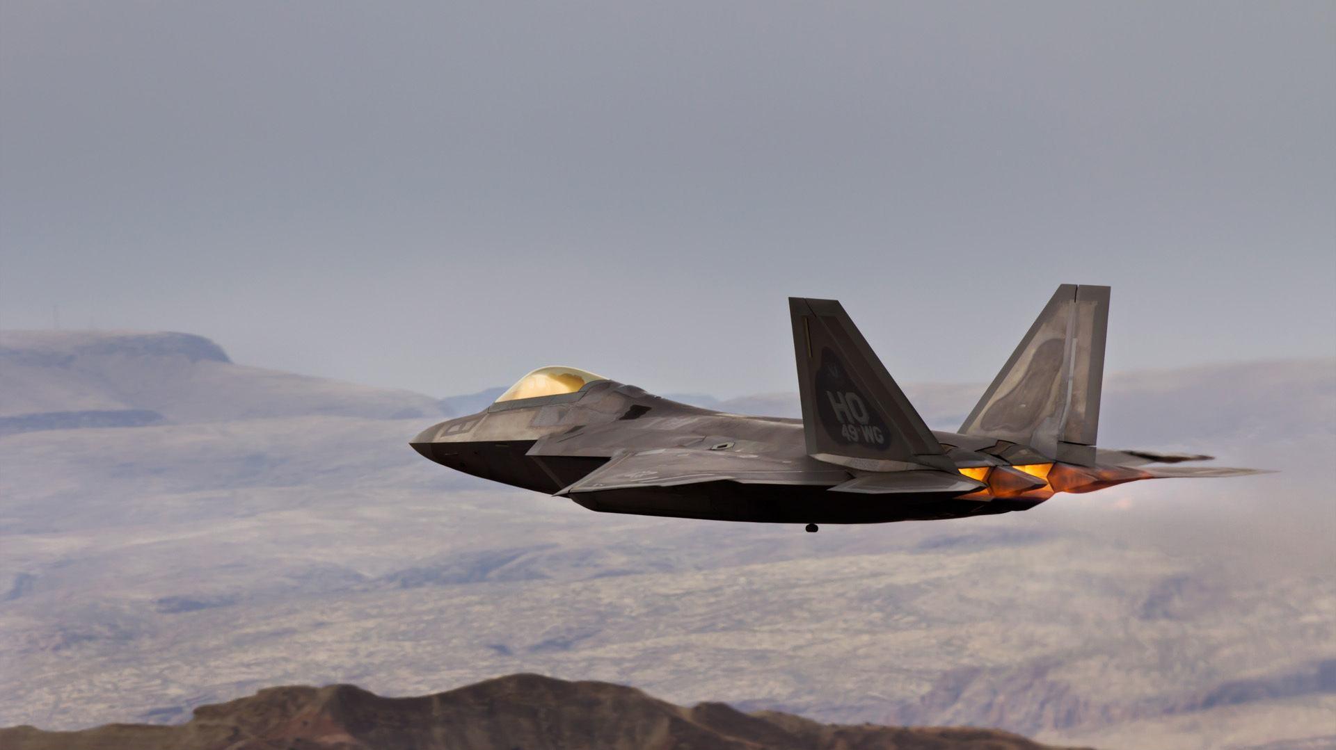 美国战机伊朗领空