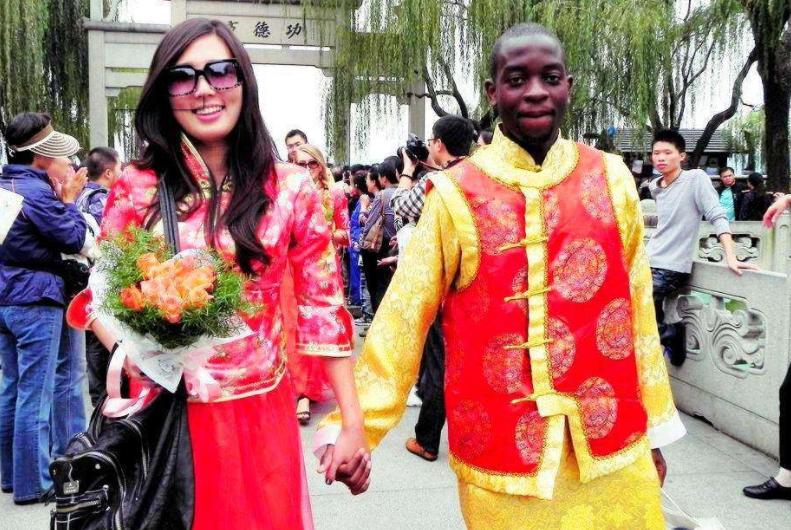 为什么很多中国女生嫁给非洲黑人?其实原因很简单,看完就明白了