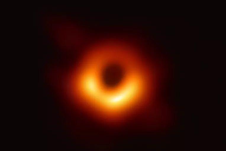 人类历史上首张黑洞照片公布啦!