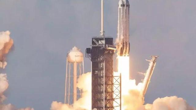 """刚刚,SpaceX史无前例实现三枚一级火箭全部回收,""""完美""""发射!"""