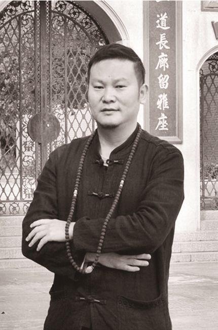 著名琥珀阴雕大师-彭赣闽