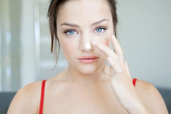 """美容师:3个坏习惯可能会""""惯""""出色斑,淡斑的方法这里教你!"""