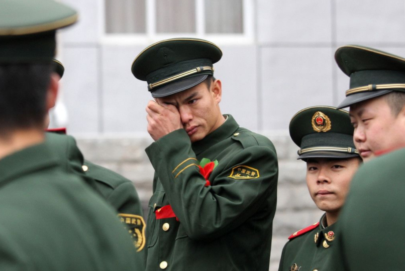 军人退役后为何不准带走军装?回收的旧衣服去了哪?做法值得赞扬
