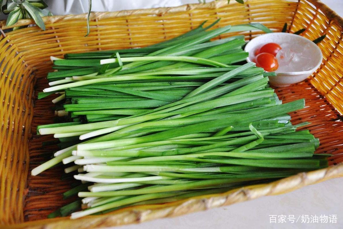 买韭菜,到底是买宽叶还是细叶呢?看完才明白差别,以后别瞎买了