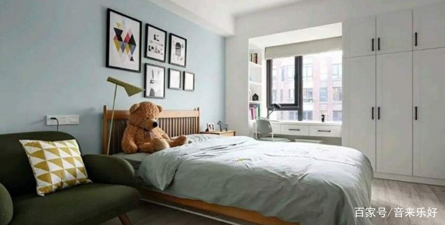 最大亮点利用飘窗设计成衣柜 书桌 书架,实现了多种功能需求,不占卧室图片