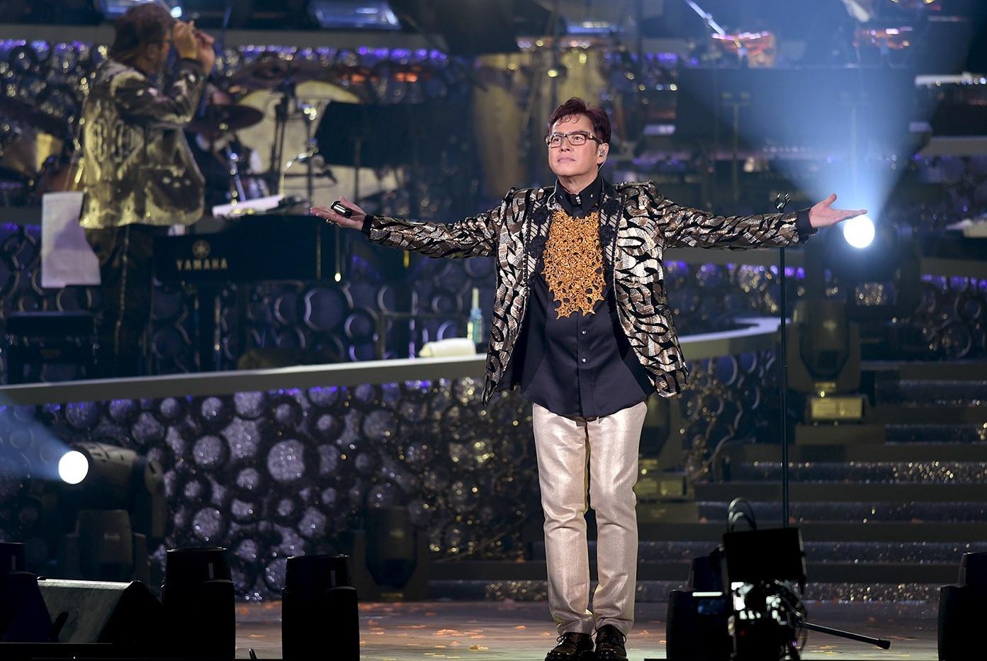 最初以歌手出道的他由于各种原因退出歌坛,今携手王嘉尔强势回归