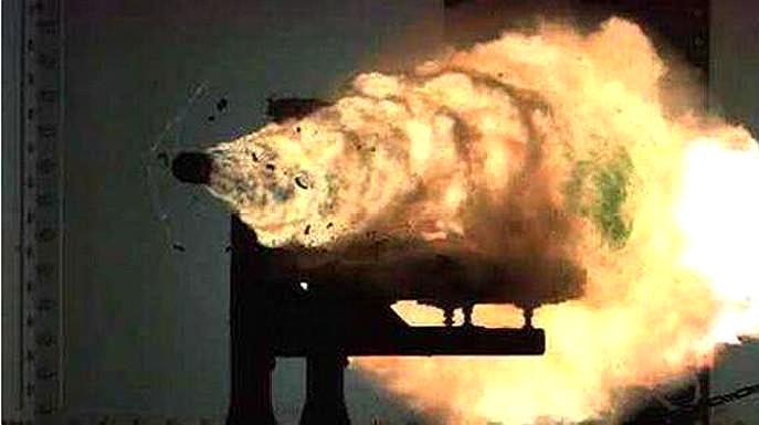 盘点2018中国军力:航母核潜艇新战机纷纷现身,电磁炮最耀眼