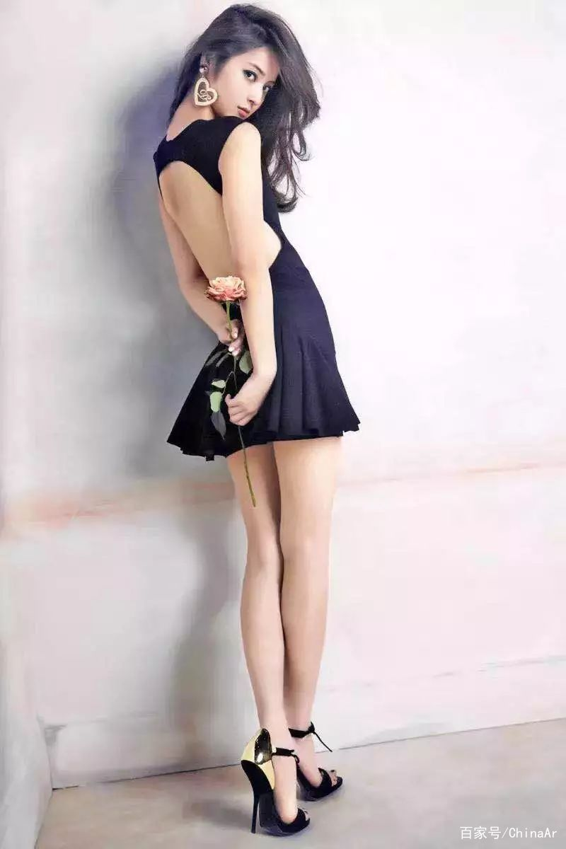 为什么女生会在美腿上戴一个圈圈?