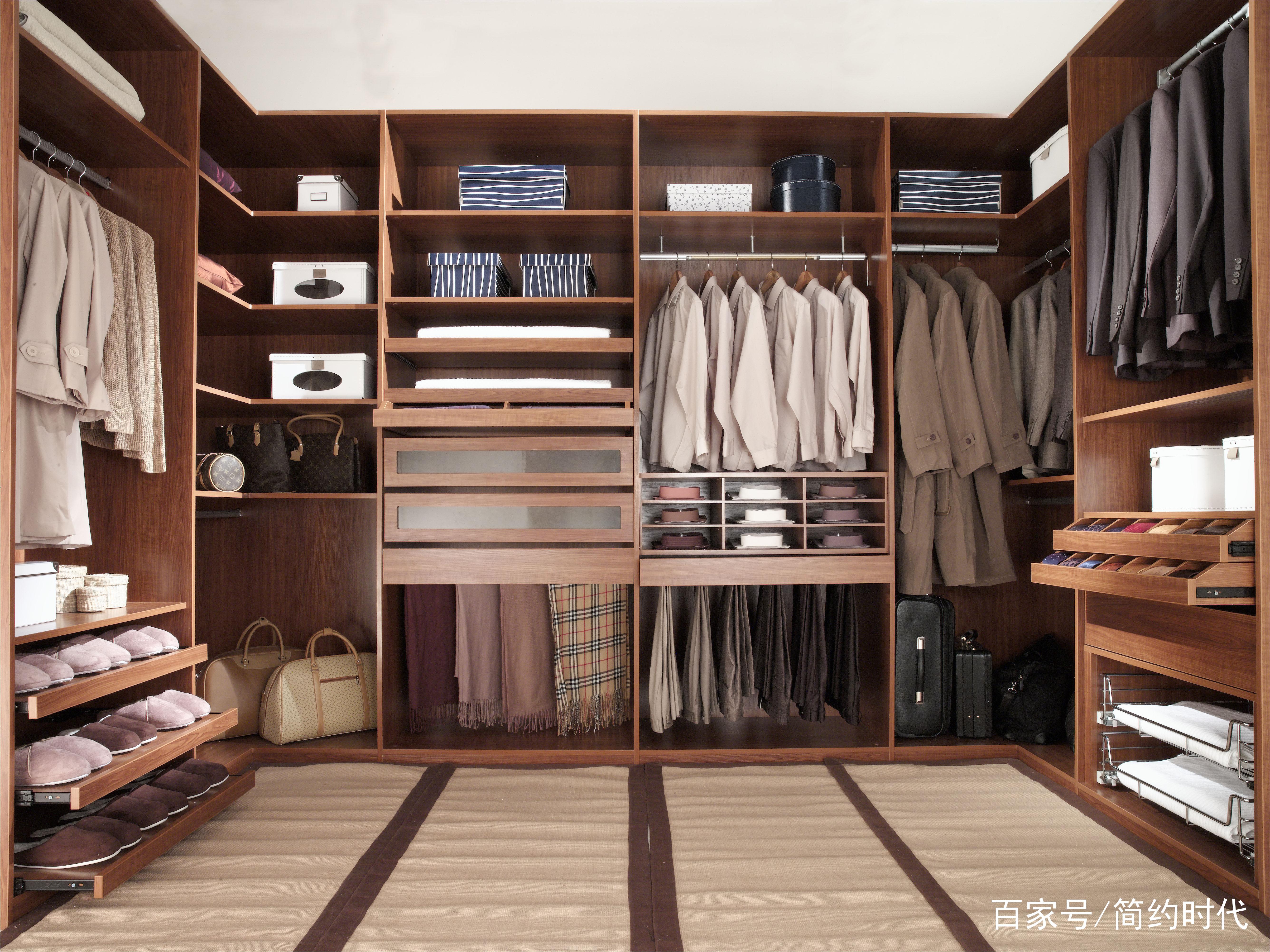 女人们还在担心衣柜小?那就看看衣帽间的简约设计图片