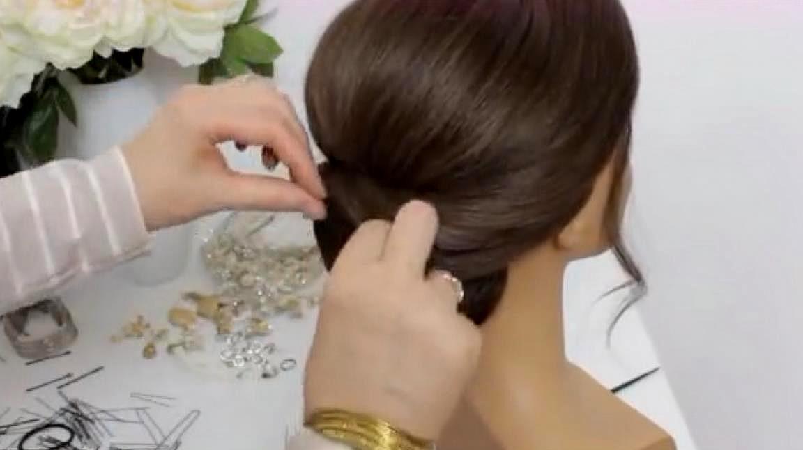 一款简单又气质时尚百搭发型盘发,学会了赶紧试试吧,魅力十足