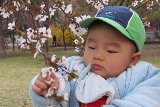 """""""春捂秋冻""""没道理?并非如此,但老人要注意,孩子不能盲目捂"""