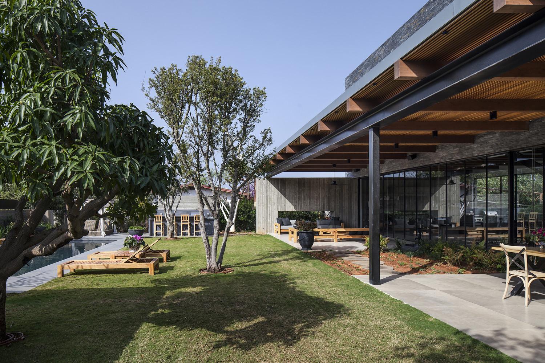 住宅设计:占地7mx21m的钢结构现代别墅,一层通透,二层