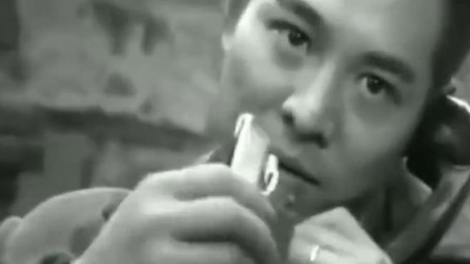 模仿张国荣经典抽烟造型!吸烟合集,点个赞鼓励一下嘛!
