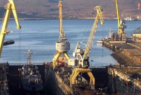 俄既不把受损航母交给中方修理,也不买我们的浮船坞,想怎么修?