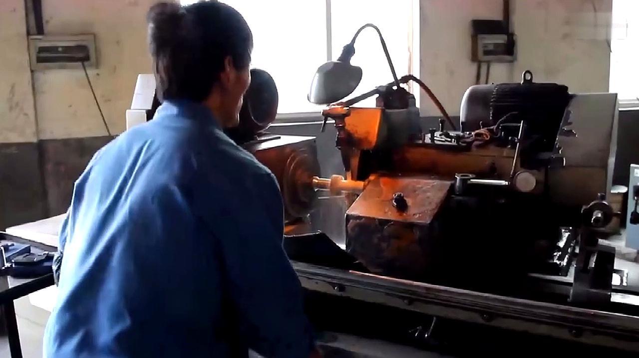 外圆磨床,跟着视频近距离接触,来看机器是如何操作的