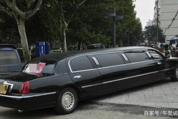 废品站偶遇8.9米长的林肯,车主因不满报废价!拆卸工:太可惜了