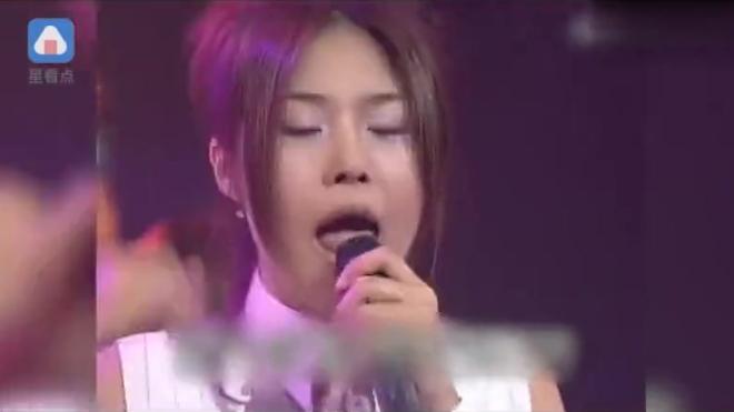 FIN.K.L感情超好了李孝利成宥利现身玉珠铉演唱会