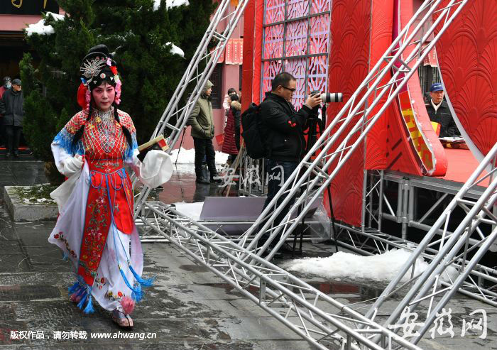 合肥演出妆_合肥市第二十五届新春文化庙会精彩的专场演出吸引了众多观众,成为