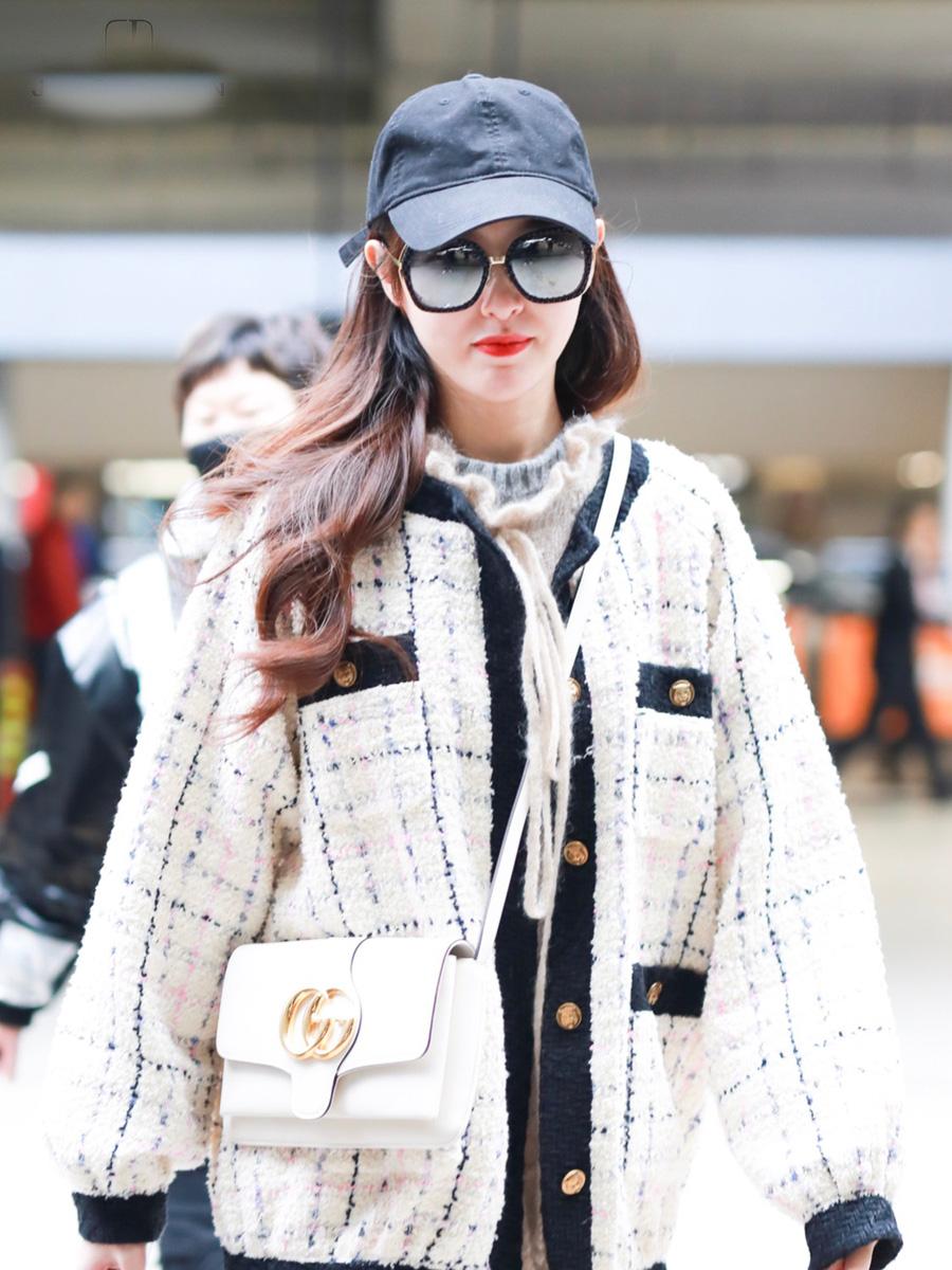 35岁唐嫣,婚后衣品越来越少女,直接一身樱花粉走机场!