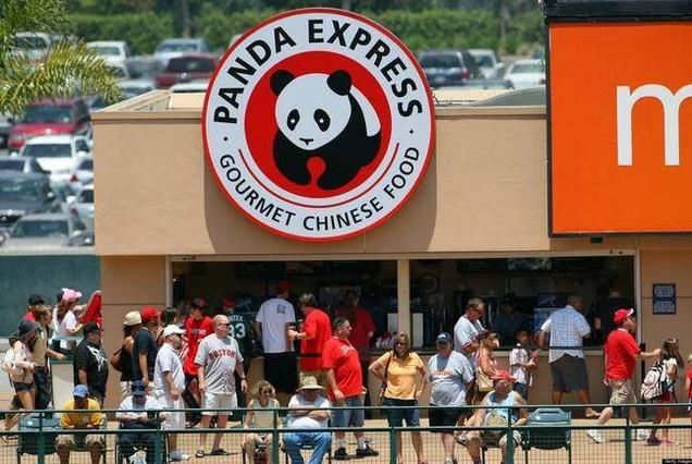华裔夫妻在美国做中式快餐,2000家店年入10亿,却不愿回中国开店