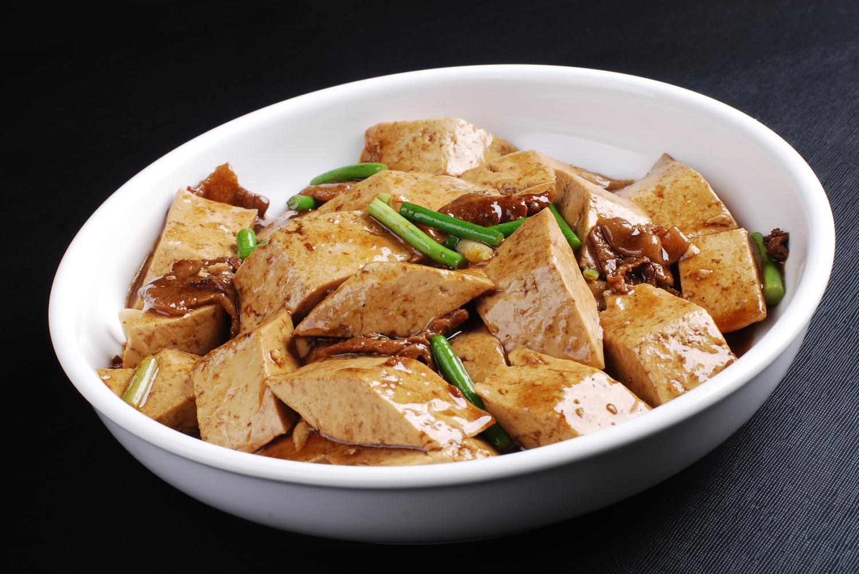 农家肉炖老豆腐:农村手工制作的老豆腐,味道就是独特,在城里都很难吃