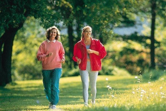 每天坚持走路,可能让你越走越健康!60岁后老人每天走多少路为好