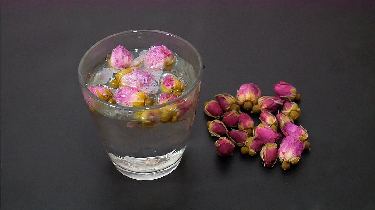 用这个方法泡玫瑰花茶,喝起来口感清新淡雅,回家我也试试