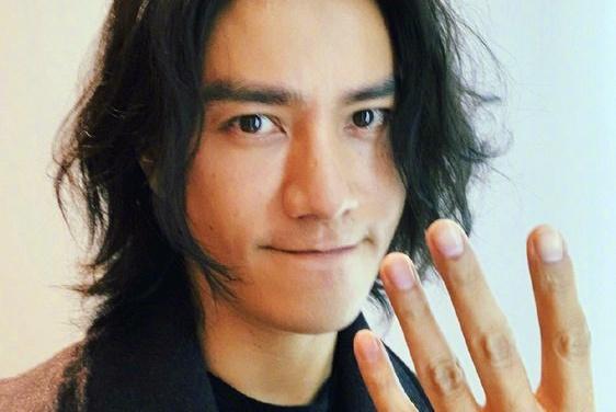 42岁陈坤在线撒娇,只因妈妈要回京,网友:果然是个宝宝